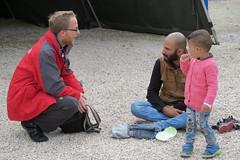 IMG_0157.JPG (Caritas international) Tags: kinder visibility yug flchtlinge serbien jugoslavien presevo lebensmittelverteilung hilfsaktion hilfsgter hilfsgterverteilung personenmitarbeiter