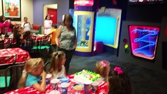 Ready For Chuck (Joe Shlabotnik) Tags: cameraphone video lily violet madeleine chuckecheeses everett sarahp 2015 june2015 galaxys5