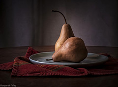 Pears on a plate (montrealmaggie) Tags: life light shadow still pears plate