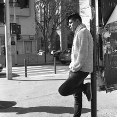 (David Gaborit) Tags: street portrait blackandwhite blancoynegro calle noiretblanc retrato rue fujiacros rolleiflex28e carlzeissplanar80mmf28 kodakxtol