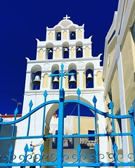 S A N T O R I N I  B E L L  T O W E R  An awesome Santorini Bell Tower with it's 9 bells is an unusual sight for me as I have only seen up to 7 bells in the towers around the island. Any advance on 9 in Santorini? Let me know...  #santorini #greece #archi (© Angela Seager) Tags: square squareformat clarendon iphoneography instagramapp uploaded:by=instagram