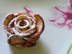 Rose feuillete aux pommes - dessert (Kermitfrog :-D) Tags: apple dessert recette feuilletage sucreglace applerose rosesauxpommesfeuilletes roseauxpommes vidoenlien