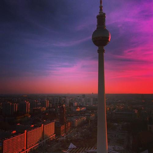 Berlin, du bist so wunderbar! no2 #berlinlove #berlinmitte #berlincity #berlinstagram #berlincalling #berlineransichten #berlin #fernsehturm #sunshine #sundown #hometown #berlinerluft #ohhappyday #igberlin #homesweethome