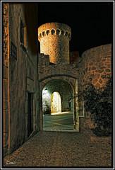 Muralles de Tossa de Mar - Art Medieval - (Tomas Mauri) Tags: espaa spain europa nocturna costabrava piedras torres tossademar murallas sonyalfa350 castillocatalunya