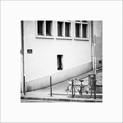 Place Port Neuf (Guillaume et Anne) Tags: street city bw france canon lyon noiretblanc f2 135 vieux 135mm 6d 135mmf2 ef135