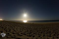 Una luz en la oscuridad (andresknig (https://goo.gl/L9s5x9)) Tags: paisajes mxico noche mar luna larga bcs exposicin