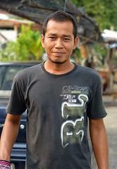 handsome trash collector (the foreign photographer - ) Tags: man trash portraits thailand nikon bangkok young handsome collector khlong bangkhen thanon d3200