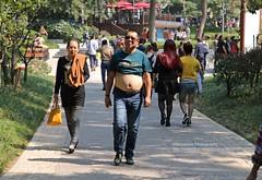 Nanjing, belly show (blauepics) Tags: china road park city man way path candid strasse chinese belly stadt mann nanjing bellybutton jiangsu weg bauch nabel