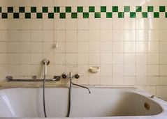 20151229-FD-flickr-0005.jpg (esbol) Tags: bathroom shower ceramics sink bad toilet toilette bathtub badewanne urinals pissoir keramik dusche waschbecken kloschssel kloset