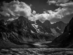 Ambiance du Glacier de Leschaux (Frdric Fossard) Tags: nature montagne alpes de lumire ombre glacier chamonix moraine merdeglace cime clart hautesavoie crevasses crtes luminosit leschaux massifdumontblanc flanc artes flancdemontagne