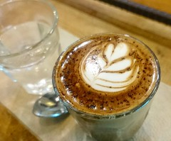 """ม๊อคๆเชี่ยไรสักอย่าง กาแฟผสมโกโก้ เห็นบอก """"เข้มนะครับ"""" ...ม่อคค่าอเมซอนเข้มกว่าอีก อันนี้โกโก้นำมาเลย เหมือนไม่ได้กลิ่นกาแฟ  หรือว่า... ที่บอกว่าเข้ม สงสัยเข้มโกโก้"""