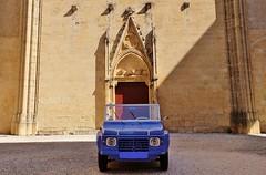 Cour Saint Eutrope, cathedrale de Narbonne (thierry llansades) Tags: auto 11 voiture aude roussillon languedoc narbonne gard cathedrale languedocroussillon carosse eutrope narbonnais sainteutrope
