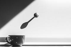 Con o senza zucchero? (Baron_bleffone) Tags: ombra optical illusion conceptual opticalillusion teaspoon cucchiaino concettuale illusione illusioneottica