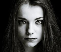 Meg (Lievinshoot) Tags: noir fille blanc regard jeune
