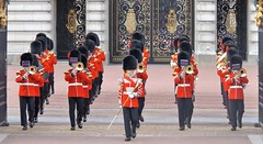 band of the coldstream guards /31/03/2016/ (philipbisset275) Tags: unitedkingdom victoriamemorial centrallondon cityofwestminster englandgreatbritain bandofthecoldstreamguards 31032016