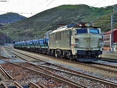 251 (firedmanager) Tags: train tren locomotive caf mitsubishi locomotora ferrocarril renfe trena 251 busdongo puertodepajares railtransport renfemercancas