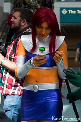 IMG_2227_WC.jpg (ktbuffy) Tags: cosplay starfire wondercon cosplayersontheirphones