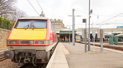 91105 170410 Edinburgh 06042016 (TheSilkmoth) Tags: scotrail virgin virgintrains eastcoastmainline vtec ecml 91105 class91 edinburghwaverley class170 170410 virgintrainseastcoast