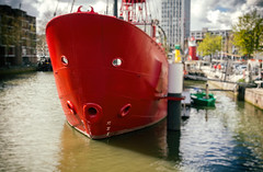 Ooh boat (Jorden Esser) Tags: red pareidolia harbor rotterdam harbour lightship hss mooredship nederlandvandaag sliderssunday