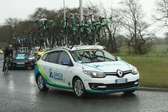 Orica GreenEDGE Team Car (Steve Dawson.) Tags: uk england cold cars wet rain bike race canon eos is yorkshire cycle tdy april usm ef28135mm damp bmc 29th uci peloton spares 2016 f3556 50d ef28135mmf3556isusm canoneos50d oricagreenedge tourdeyorkshire harswell