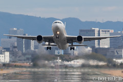 Itami Airport 2016.1.22 (1) JA623J / JAL's B767-300 (double-h) Tags: airplane jal itamiairport  itm b767  osakaairport b767300  rjoo   inagawa thebankofinagawariver ja623j extenderef2xiii ef300mmf28lisiiusm eos7dmarkii