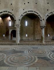 Tuscania - San Pietro interno 1 (anto_gal) Tags: chiesa sanpietro viterbo tuscania interno lazio romanico pavimento 2015 navata cosmatesco