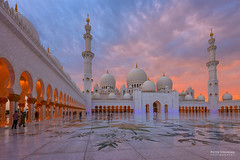 Sheikh Zayed Grand Mosque in Abu Dhabi (pieter.struiksma) Tags: nightphotography architecture evening mosque architectural abudhabi unitedarabemirates cultural islamic sheikhzayedmosque