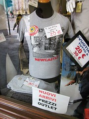 newky t-shirt (Mr Ian Lamb) Tags: italy window fashion newcastle torino italian tshirt clothes browndog shopwindow turin newcastleupontyne piazzacastello newcastlebrownale broon newky newcastlebrewery newkybroon