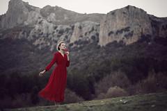 Tempus fugit (Tania Cervin) Tags: red portrait mountains girl beauty canon rojo model dress time folk retrato fairy conceptual tale vestido tiempo seleccionar taniacervianphotography