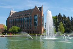 Drumheller Fountain, Electrical Engineering (Frank Fujimoto) Tags: seattle uw water fountain architecture wa