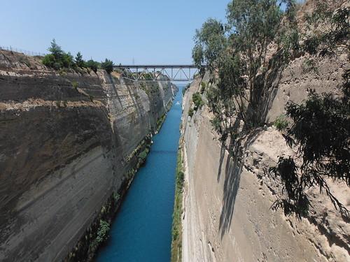 "Canal de Corinto <a style=""margin-left:10px; font-size:0.8em;"" href=""http://www.flickr.com/photos/141744890@N04/26261534071/"" target=""_blank"">@flickr</a>"
