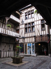 IMG_9118 (NICOB-) Tags: troyes monuments maison centreville aube colombages