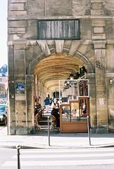 Breakfast at Place des Voges (lucapascotto) Tags: paris film 50mm t3 manualfocus analogic filmphotography f17 portra160 manualexposure konicaautoreflex konicahenanon