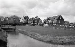 Marken II (Arne Kuilman) Tags: blackandwhite film netherlands iso100 town nederland samsung scan pointandshoot v600 agfa marken stad acros slimzoom290ws