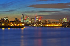 La curva del fiume / The bend of the river (City of Lodon from Canary Wharf, London, United Kingdom) (AndreaPucci) Tags: uk sunset london thames cityoflondon canoneos60 andreapucci