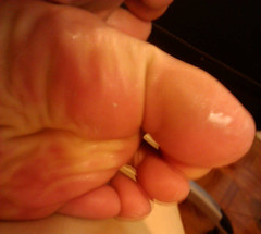 IMG_20160430_172431 (allroundeye) Tags: male feet toes cream creamed oil barefeet oily oiled creamy bigfeet longtoes malefeet oiledfeet creamytoes creamedtoes oiledtoes