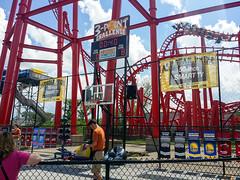 New basketball challenge game. (Midgetman82) Tags: kentucky amusementpark louisville kentuckykingdom