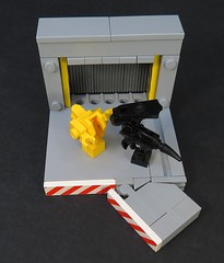 Tickle Fight! (Grantmasters) Tags: lego aliens queen micro moc xenomorph powerloader belville