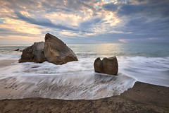 Sunset at Fangshan coast   (Vincent_Ting) Tags: light sunset sea sky seascape beach water clouds coast rocks waves taiwan   milky  silky crepuscularrays          vincentting