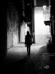 Midnight in Italy (michael.gehling) Tags: italien licht dorf nacht frau dunkelheit mitternacht strase