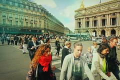 Les Terriens Aiment (Les Terriens Aiment) Tags: summer paris color opera couleurs amour foule ete humains terriens lesterriensaiment
