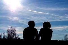 Lovers. Park am Gleisdreieck, Berlin (Fliwatuet) Tags: park berlin kreuzberg germany de deutschland lovers panasonic ostern gleisdreieck m43 mft em5 20mm17 olympusomd
