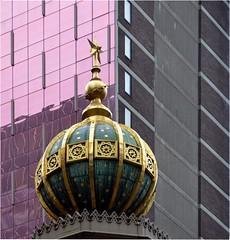 C'est une des plus anciennes synagogues de NYC, btie en 1872 par H.Fernbach, (Barbara DALMAZZO-TEMPEL) Tags: nyc manhattan synagogue midtown lexingtonave flche centralsynagogue toilesdores