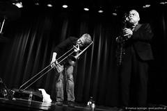 Steve Swell: trombone / Peter Brtzmann: sax, clarinet (jazzfoto.at) Tags: blackandwhite salzburg blancoynegro austria blackwhite no sony flash jazz noflash sw blitz schwarzweiss without jazzclub bianconero biancoenero autriche noirblanc withoutflash salisburgo ohne stagephoto salzburgo livejazz concertphotos liveinconcert jazzlive salzbourg concertphoto jazzkeller konzertfotos ohneblitz sonyalpha jazzphotos konzertfoto jazzphoto jazzfoto jazzfotos blitzlos wwwjazzfotoat jazzitsalzburg markuslackinger jazzitmusikclubsalzburg jazzclubsalzburg jazzitmusikclub jazzkellersalzburg jazzinsalzburg wwwjazzitat jazzsalzburg sonyalpha77ii alpha77ii jazzit2016