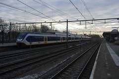 SLT 2455 & onbekende 4 wagen stel ([Publicer Transport] Ricardo Diepgrond) Tags: light train utrecht ns den haag 5700 slt centraal sprinter 2455