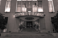 Htel de ville de Boulogne-Billancourt  Nol (Mr. Caillou) Tags: nol mairie 30s hteldeville boulognebillancourt dcorations guirlandes