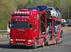 Crown Motors Scania 164L S80GAC on the A90, Dundee, 2/5/16 (andyflyer) Tags: truck transport lorry a90 haulage hgv roadhaulage scania164l crownmotors roadtramsport s80gac