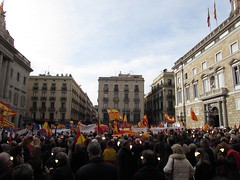 Hasta los topes (Eduardo Gonzlez Palomar) Tags: barcelona europa catalonia bandera catalunya resistencia poltica sant catalua jaume senyera democracia confrontacin rojigualda 3112016