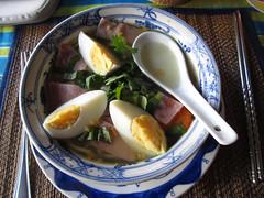 "Siem Reap: soupe de nouilles cambodgienne <a style=""margin-left:10px; font-size:0.8em;"" href=""http://www.flickr.com/photos/127723101@N04/24296698775/"" target=""_blank"">@flickr</a>"