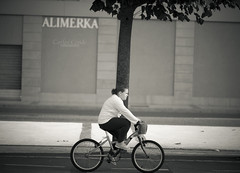 Entrenando tras el cole (CarlosConde/Photography) Tags: sony 14 85mm ciclista blanconegro virado samyang selectivo ilce7m2